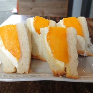 浅草 スケマサコーヒーのマンゴーのフルーツサンドイッチ