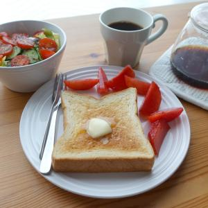 新宿 俺のベーカリー&カフェ の食パンで朝ごはん