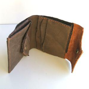 春なのに…グレーな財布