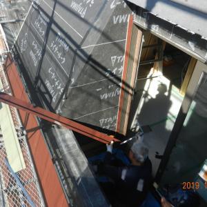 急勾配の屋根作業