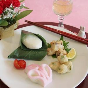 もうすぐ母の日。 お母さんに喜ばれる季節のかまぼこ天ぷら詰め合わせ。