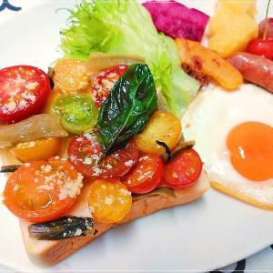 絶品☆ミニトマトと燻製野沢菜のせトースト「クラシックスモーク野沢菜」いろいろ使えます♪