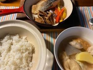 川魚は皮から海の魚は腹から焼く・・・鮭は???