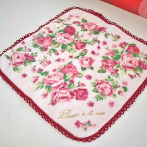愛らしいローズがたっぷり♪可愛いピンクのハンカチタオル☆