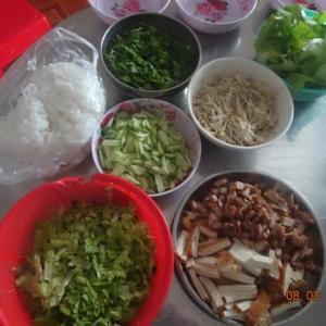 その2 本日の昼食はHieuさん2時間の力作でいただく!!