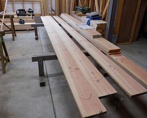 木材への墨付け作業
