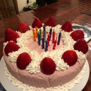 ラニの14歳のお誕生日【ラザニア、ケーキ、ガーランド】。