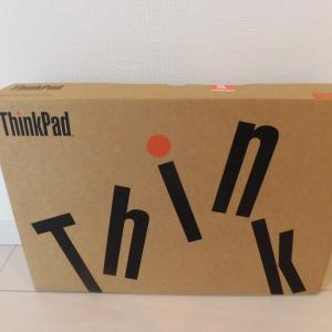 購入してまだ半年も経ってないThinkPadのスクリーンに!