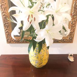 フレンチシノワズリ イエローで花瓶を。日本ヴォーグ社さまのSTORYにもご紹介いただきました。