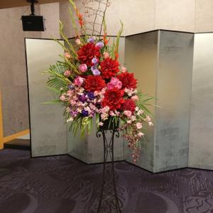 コンサート会場にスタンドのお花お届けしました