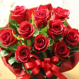 愛を伝える 赤いバラのフラワーアレンジメント