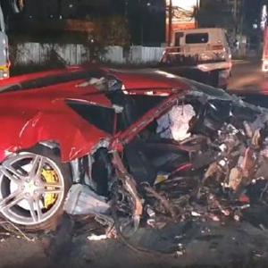 フェラーリ、潰れちゃった。