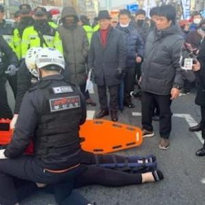 韓国での与野党支持者の衝突。