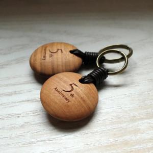 オーダー木製小物 木婚式(結婚5年目)木のキーホルダー ご主人へのサプライズプレゼント!