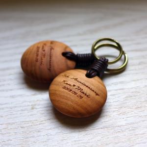 オーダー木製小物 5年目の結婚記念日のお祝いに 木婚式ペアキーホルダー