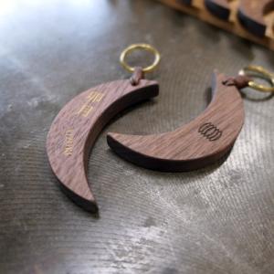 オーダー木製小物 月の形のルームキーホルダー