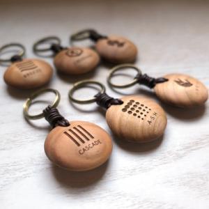 オーダー木製小物 立体的な丸い形のキーホルダー