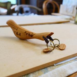 オーダー木製小物 磁石でくっつく鳥の形のキーホルダー