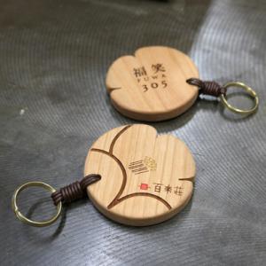 オーダー木製小物 椿の形のルームホルダー