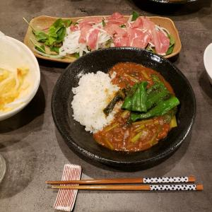今日の晩ごはん。【トマトと小松菜のカレー?】