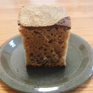 茶色いパン、プレーン、そして自家製酵母は。