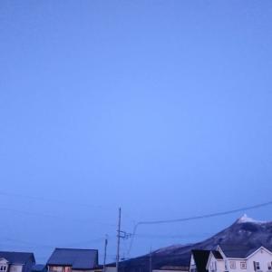 おはようございます。朝5時の青空!