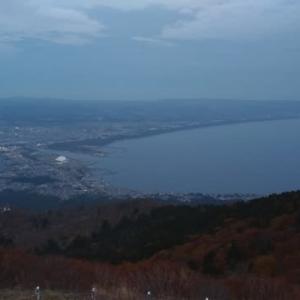いまは、釜臥山展望台にいます。もうすぐ午後5時。