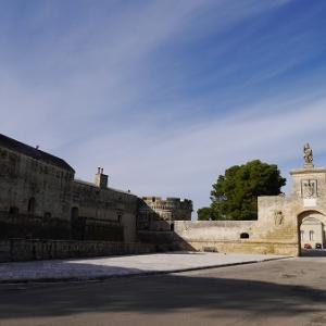 レッチェ郊外の小さな城塞都市 アカヤ