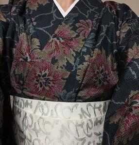 若作りっぽい大きな花柄紬の着物デス!