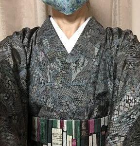 森の中で読書のイメージの紬着物と帯 アームウオーマーとマスクも
