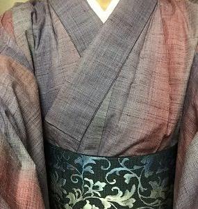 紫~紅色縦暈しざっくり紬の着物と恋帯