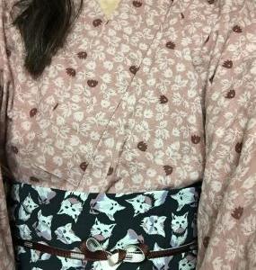 桃色草花柄木綿着物に猫柄パンツ帯