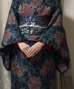 大きな花柄紬の着物に恋帯