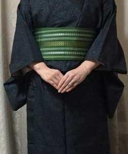 黒に青の紬に緑の帯