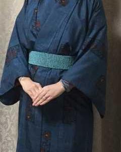 椿柄の紬の着物と帯の代わりにビーズベルト♪