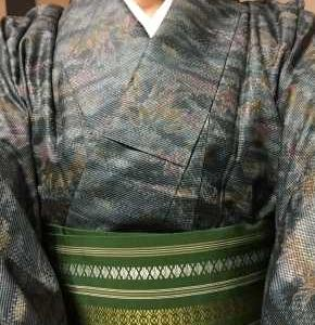 渋い青の紬に緑の博多帯 これぞふだん着物かな