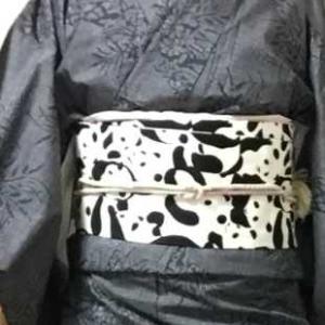 草花文様紬の着物にパンダ名古屋帯