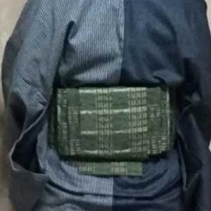片身替わりのデニム着物にヨモギ色綿紬の帯
