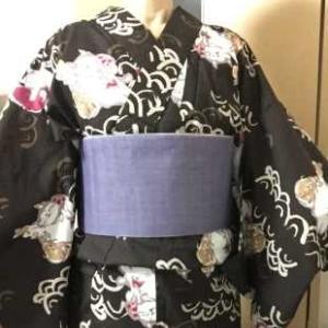 マンハッタナーズ焦げ茶猫浴衣に薄紫麻帯