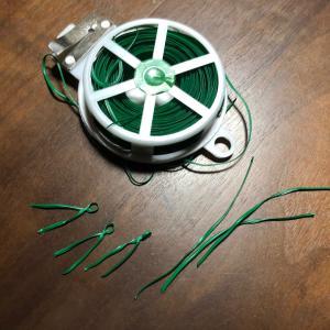 葉挿し用の、押さえをセリアのワイヤーで自作