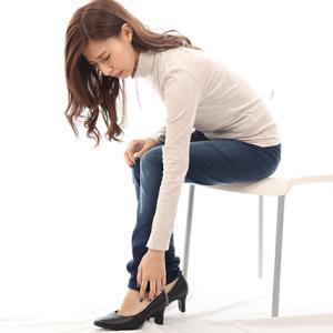 足裏の痛みは足底筋膜炎?それとも坐骨神経痛?