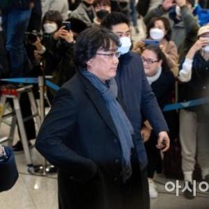 映画「パラサイト」奉俊昊[ポン・ジュノ]監督、先ほど仁川国際空港に到着♪第一声は?