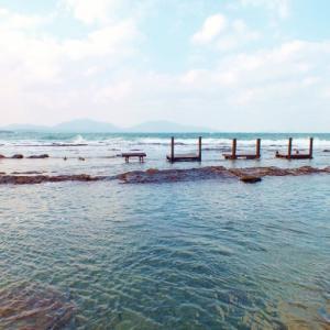 巨人の椅子と海に浮かぶ椅子(福岡県豊前市と芦屋町)