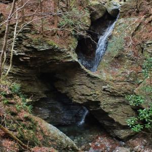 奇勝!滝による瀑食洞門(2)フイゴの滝[上勝町]