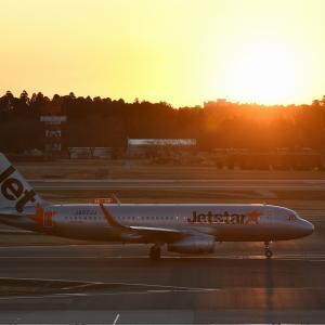 ジェットスター(A320)夕日の成田空港