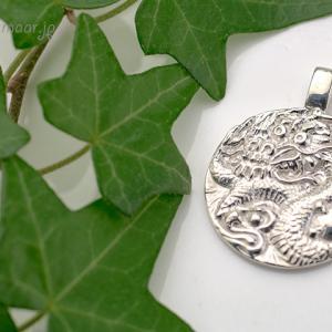 御霊入り・純銀の龍ペンダント、重みがあるのにとても軽いんです