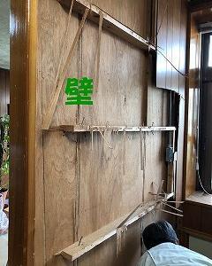 宜野湾市で間仕切り壁を撤去中