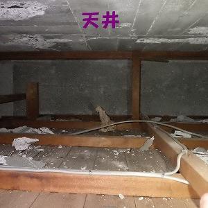 天井裏のばくれつ補修は狭くて大変な現場