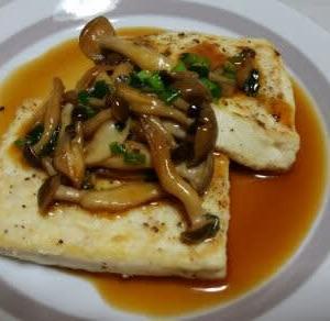 豆腐のステーキ しめじソース