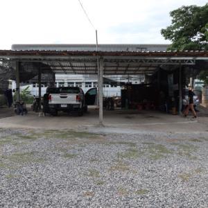 タイで洗車